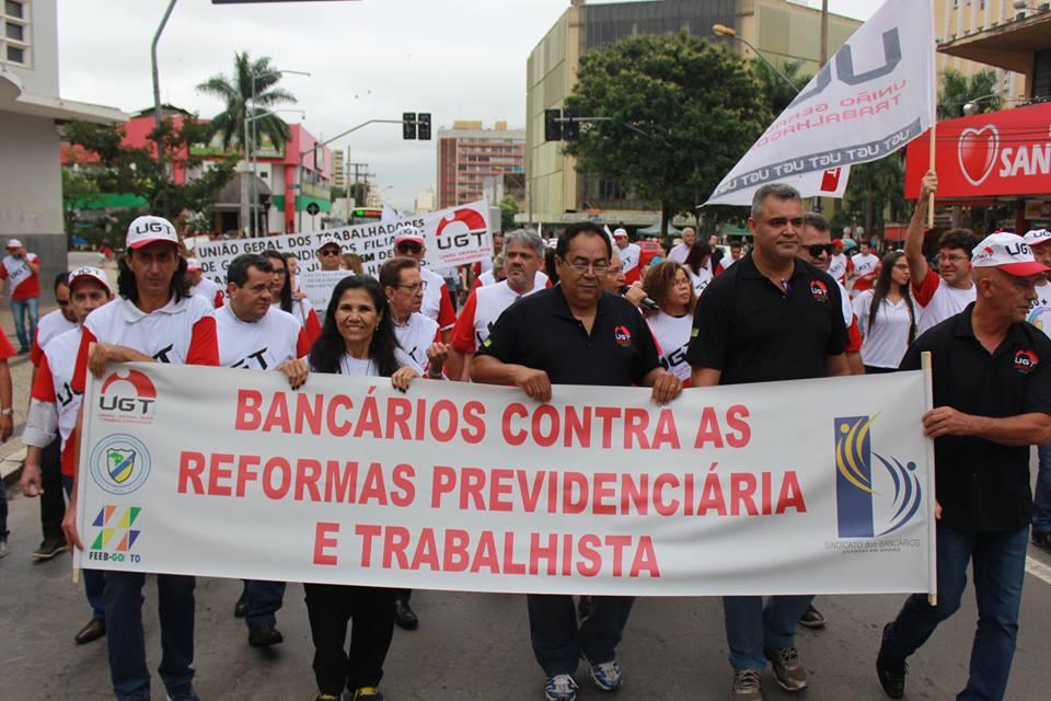 greve-geral-bancarios-protestam-contra-reformas-13-8917811.jpg