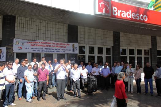 protesto-bradesco-03-247164.jpg